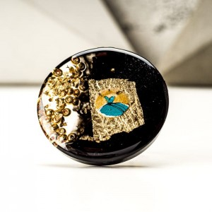 Pierścionek artystyczny ręcznie malowany czarno złotym oczkiem