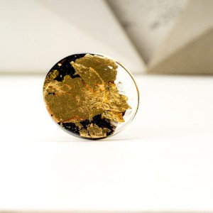 Pierścionek czarno złoty artystyczny duży  2