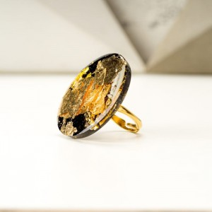 Pierścionek czarno złoty artystyczny duży  1