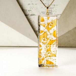 Złoty naszyjnik z grawerem dla mamy z ręcznie malowaną zawieszką 1
