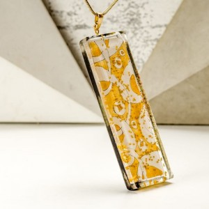 Złoty naszyjnik z grawerem dla mamy z ręcznie malowaną zawieszką 2