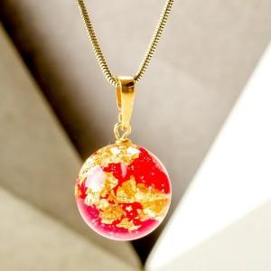 Czerwone korale naszyjnik z płatkiem czerwonej róży i złota