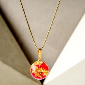 Czerwone korale naszyjnik z płatkiem czerwonej róży i złota 1