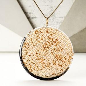 Naszyjnik z dużym wisiorem, biżuteria designerska.