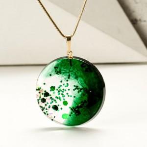 Naszyjnik butelkowa zieleń w biżuterii.1