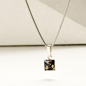 Delikatny naszyjnik ze złoto czarną zawieszką 2