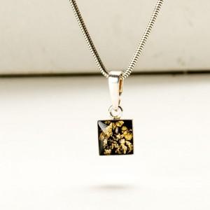 Delikatny naszyjnik ze złoto czarną zawieszką 1