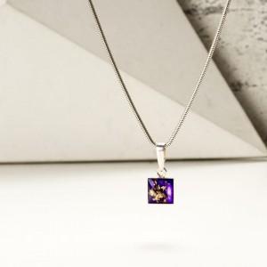 Srebrny naszyjnik damski z kwadratową fioletową zawieszką. 1