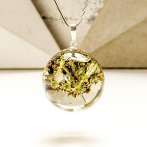 Biżuteria srebrna damska inspirowana lasem z roślinami.