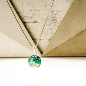 Naszyjnik z zieloną zawieszką z nasionkiem dmuchawca 2