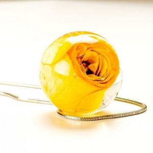 Naszyjniki srebrne z żółtą różą. Kwiat prawdziwej róży. 1