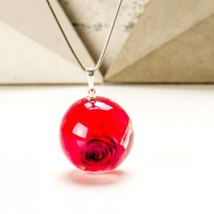 Biżuteria dla mamy z czerwoną różą. Czerwona róża w prezencie.1