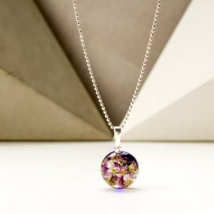 Naszyjnik damski srebrny z wrzosem w  zawieszce i kolorem Pantone 2020