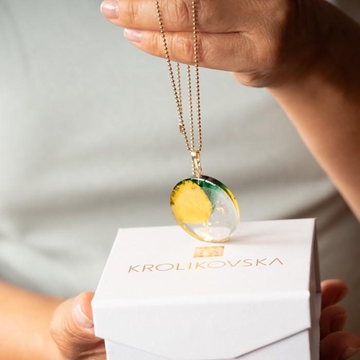 Naszyjnik ręcznie robiony z żywicy z zielono żółtą zawieszką