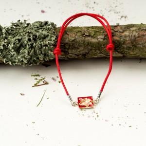 Bransoletka artystyczna na czerwonym sznurku 2