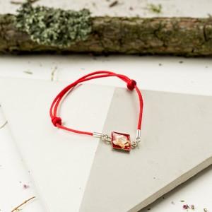 Bransoletka artystyczna na czerwonym sznurku 1