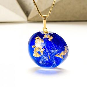 Biżuteria z kobaltowym naszyjnikiem do sukienki pod szyję.1