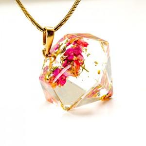 Długi naszyjnik z wisiorem w kształcie diamentu