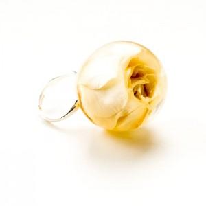 Pierścionki srebrne duże z kwitem żółtej róży.