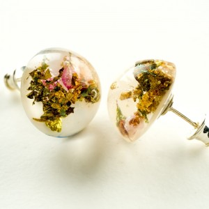 Kolczyki srebrne wkrętki z złotem prawdziwymi kwiatami.1