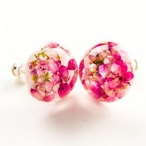 Kolczyki srebrne wkrętki z wrzoścem różowym.
