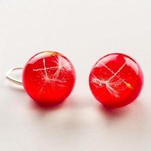 Biżuteria z charakterem, czerwone kolczyki.