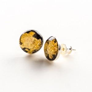 Biżuterię z charakterem, złote wkrętki.