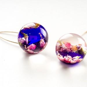 Biżuteria z charakterem w fioletowym kolorze.