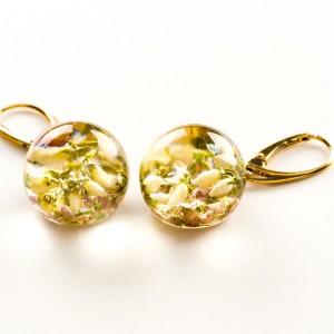 Biżuterię z charakterem, kolczyki złote z wrzosem.