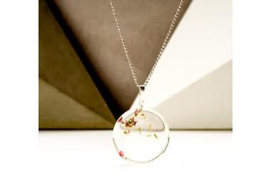 Krótki naszyjnik srebrny z roślinami dmuchawca i wrzośca w żywicy