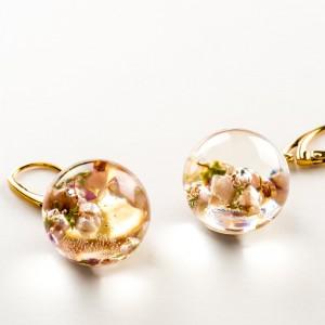 Kolczyki kwiaty różowe, złocone bigle.