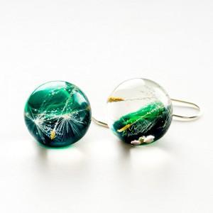 Kolczyki w kolorze zielonym.