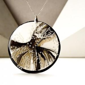 Piękne naszyjniki grafiki malowane ręcznie w biżuterii
