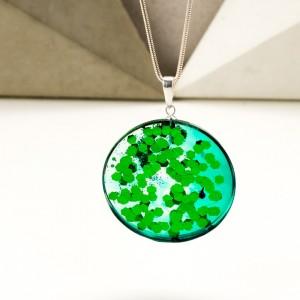 Zielony naszyjnik na srebrnym łańcuszku 2