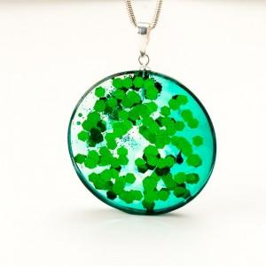 Zielony naszyjnik na srebrnym łańcuszku 1