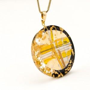 Okazały naszyjnik artystyczny bogato zdobiony płatkami złota na złotym łańcuszku czerń i złoto 1