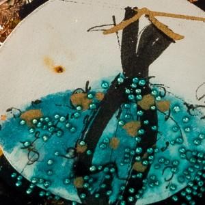 Naszyjnik do granatowej sukienki złoty artystyczny 2