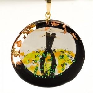 Naszyjnik zielony do czarnej eleganckiej sukienki ręcznie malowany na złotym łańcuszku 2