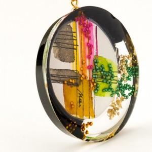 Artystyczna biżuteria ręcznie robiona.