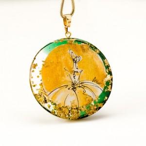 Biżuteria artystyczna, złota sukienka.1