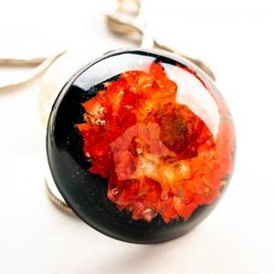 Biżuteria artystyczna z czerwonym kwiatem.1
