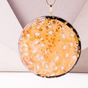 Naszyjnik artystyczny ręcznie malowany ze złotymi listkami.1