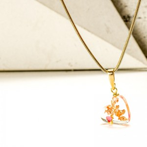 Żywica biżuteria- naszyjnik serce.