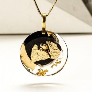 Biżuteria z żywicy- naszyjnik złoty.