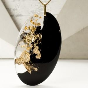 Naszyjnik w nowoczesnej biżuterii.