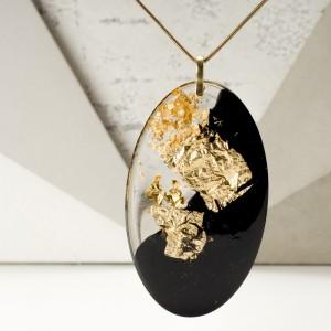 Kobieca biżuteria- naszyjnik złocony.