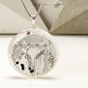 Grafika współczesna w biżuterii.