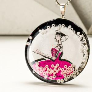 Współczesna grafika artystyczna w biżuterii.