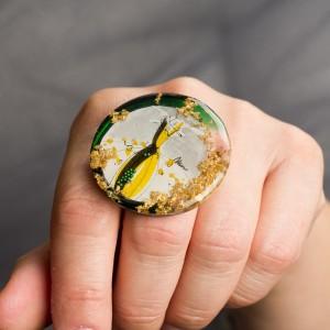 Biżuteria artystyczna pierścionek autorski z grafiką  Ręcznie wykonany pierścionek z dużym oczkiem zielono złoty 2