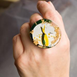 Biżuteria artystyczna pierścionek autorski z grafiką  Ręcznie wykonany pierścionek z dużym oczkiem zielono złoty 1